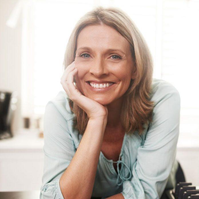 Soins de la peau appropriés pour retarder le vieillissement